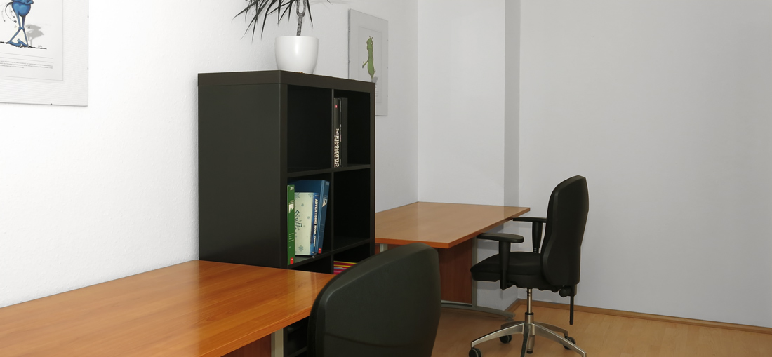 raeume-room2-desk1_2-without_people