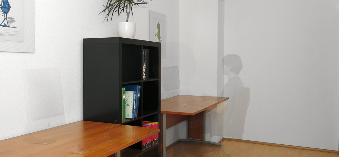 raeume-room2-desk2-with_people